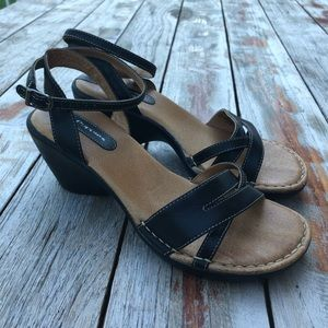 Hush Puppies strappy leather sandals sz 7